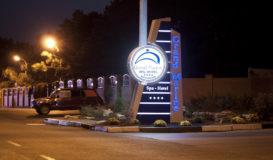 Гранд Марин - стела световая  ночь