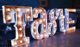 напольные буквы с лампочками